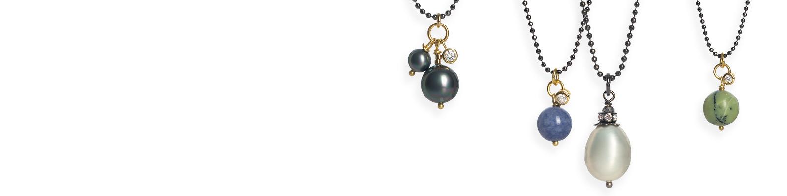 Ny kollektion af elegante halskæder med perlevedhæng
